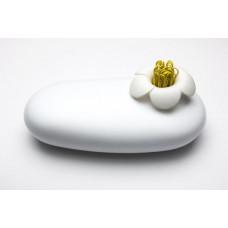 Multifunkčné púzdro Qualy Blossom Pebble Box, biele-biele, so sp