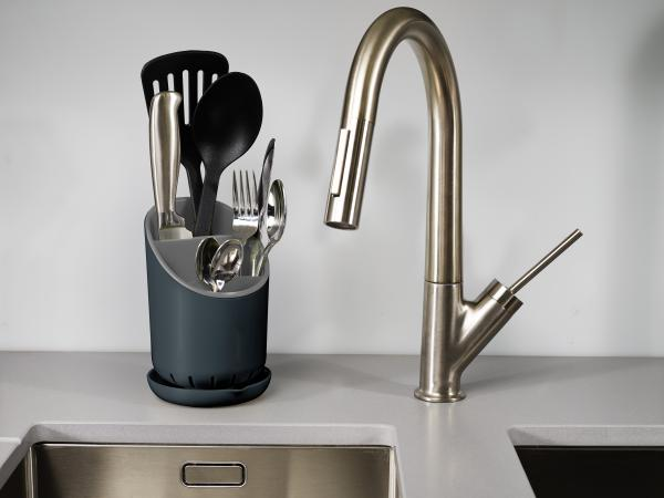 Odkvapkávací stojan na príbory, nože a nástroje Joseph Joseph Dock ™, šedý
